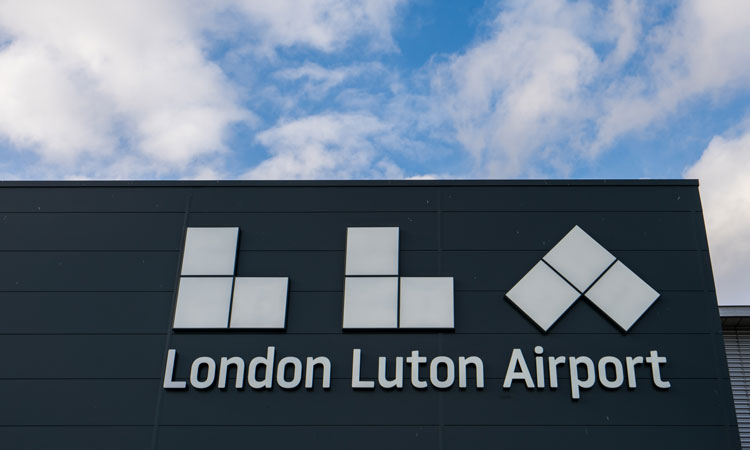 Luton Airport opens new taxiway featuring remote de-icing facilities